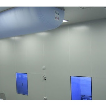 Clean rooms in the manufacture of plastic products by injection molding and extrusion
